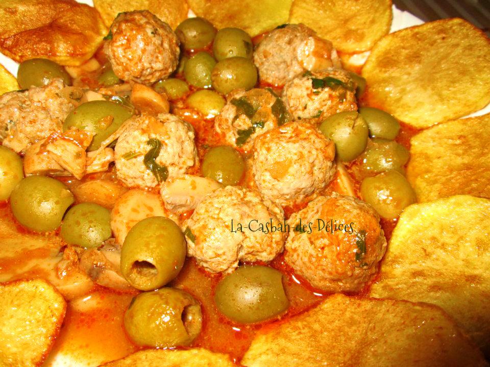 Boulettes de viande en sauce,aux olives et champignons