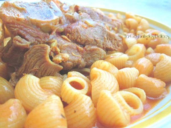 Maqaroun: Pâtes en sauce