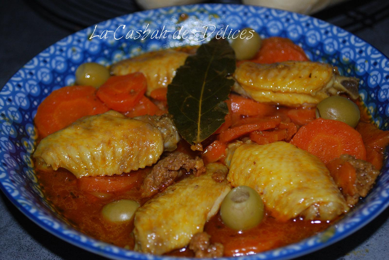 Djouez (sauce) aux ailes de poulet, carottes et olives